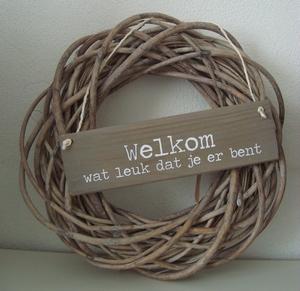 Bruine krans met bruin bordje welkom